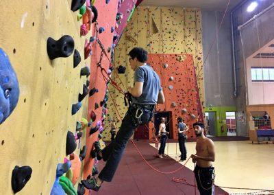 Apprendre les manips de cordes en escalade