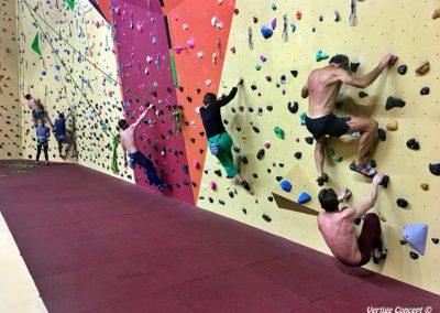Améliorer sa technique d'escalade lors de traversées sur mur