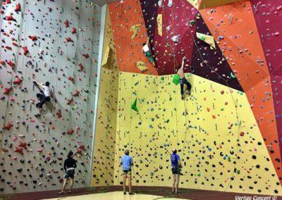 Cours d'escalade à Reims sur le mur du club Vertical