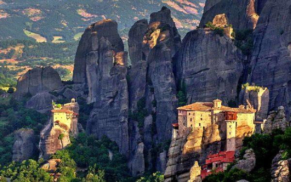 Stage escalade dans les Météores en Grèce. Grandes-voies dans les Météores avec un guide.