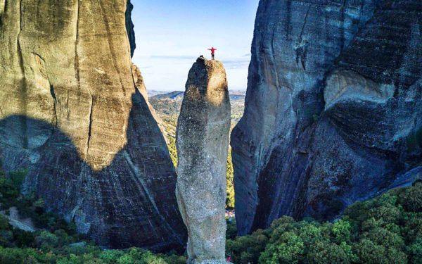 L'escalade dans les Météores nous amène sur des sommets parfois étroits !
