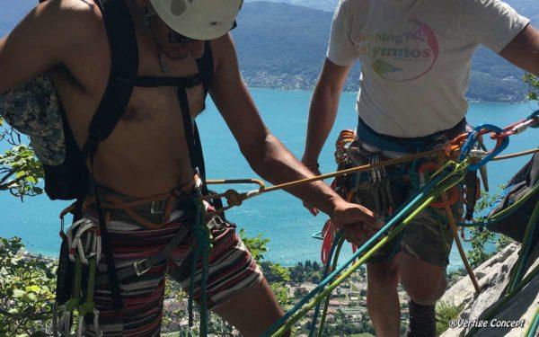 Apprendre à faire un relais en grande voie d'escalade à Annecy