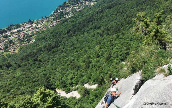 Zig Zag est une grande voie d'escalade facile au-dessus du lac d'Annecy